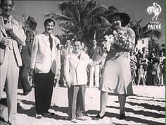 "Unusual Wedding - Burlesque star Lois De Fee (6' 4""), a one-time nightclub bouncer marries Billy Curtis (3' 7"")."