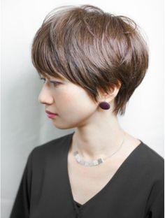 Pin on ショートヘア Chic Short Hair, Cute Hairstyles For Short Hair, Short Hair With Layers, Short Hair Cuts For Women, Haircut For Big Forehead, Androgynous Hair, Short Haircut Styles, Hair Affair, Medium Hair Styles