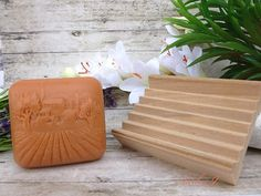 přírodní dřevěná podložka pod mýdlo - mýdlenka