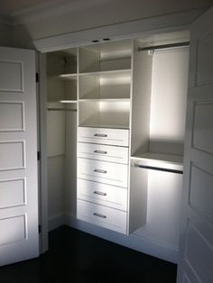 Bedroom decor Reach In Closet Design Ideas, Pictures, Remodel and Decor Small Closet Organization, Wardrobe Storage, Closet Storage, Storage Organization, Storage Ideas, Closet Shelves, Bedroom Closet Design, Master Bedroom Closet, Closet Designs
