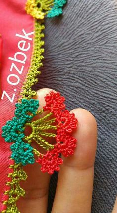 This Pin was discovered by Hat Crochet Borders, Crochet Stitches Patterns, Crochet Motif, Crochet Trim, Love Crochet, Diy Crochet, Crochet Flowers, Crochet Baby, Embroidery Works