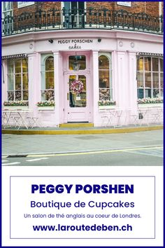 Avec deux adresses à Londres, Peggy Porschen saura ravir tout les amoureux de pâtisseries anglaise ainsi que des couleurs pastel. #londres #cupcakes #cake #teatime #angleterre Cupcakes, Restaurants, Ainsi, Garage Doors, Outdoor Decor, Home Decor, London, Decorated Sugar Cookies, Eat Breakfast