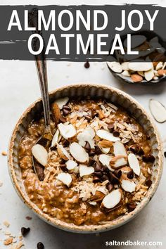 Almond joy oatmeal is the perfect oatmeal recipe because it is high in protein, takes just 5 minutes to make and has your favorite almond joy candy bar elements: chocolate, coconut and almonds! Healthy Breakfast Casserole, Healthy Breakfast Recipes, Brunch Recipes, Make Ahead Breakfast, Breakfast Ideas, Chocolate Protein Powder, Vanilla Protein Powder, Mini Chocolate Chips, Perfect Oatmeal Recipe