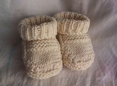 This is a quick-knitting, unisex baby bootie that will actually stay on! Use a machine-washable yarn for easy care, or 100% cashmere for an heirloom piece.