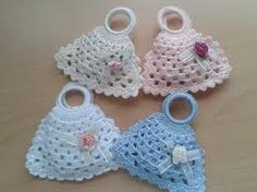 This newborn sleep sack, a free crochet pattern, falls right in line with the Painted Canyon style. Get the preemie or the newborn patterns for free. Crochet Sachet, Crochet Potholders, Crochet Purses, Crochet Gifts, Crochet Dolls, Free Crochet, Crochet Baby, Crochet Bikini, Knit Crochet