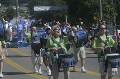 seattle blue thunder drumline pictures | Members of the the Seattle Seahawks Blue Thunder band were all smiles ...