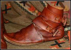 Googles billedresultat for http://fc08.deviantart.net/fs71/i/2010/291/7/6/new_viking_shoes_by_vendelrus-d310dte.jpg