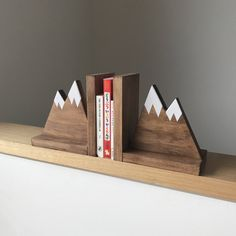 Mountain Peak Book ends Woodland Nursery Decor Stained Wooden Bookends Bookends for kids Mountain Book Ends Hike Decor Kinderzimmer