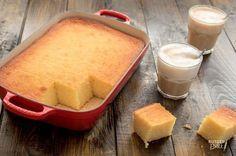 Deze supersimpele griesmeelcake maak je in één kom en heb je binnen 5 minuten in de oven staan. Kijk snel hoe Miljuschka de cake bakt!