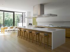 This I like, maybe a compromise between an all white kitchen and one with wood? Atelier Kastelic Buffey have designed the Stone House, located in Toronto, Canada. Beach House Kitchens, Cool Kitchens, Kitchen Benches, Kitchen Dining, Interior Design Kitchen, Modern Interior Design, Kitchen Vinyl, All White Kitchen, Kitchen Time