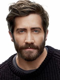 Jake gyllenhaal beard stubble man beards What is the stubble and what are the various types of Stubble Beard Styles? Stubble does demand effort for the perfect look and here is how you can achieve it! Beard Styles For Men, Hair And Beard Styles, Short Hair Styles, Men's Grooming, Mens Haircuts 2015, Men's Haircuts, Modern Mens Haircuts, Bart Trend, Stubble Beard