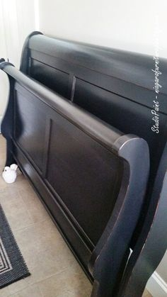 Handsome Sleigh Bed in Lamp Black - Studio Paint Design Black Sleigh Beds, Sleigh Bed Painted, Wood Sleigh Bed, Sleigh Bed Frame, Painted Beds, Painted Bedroom Furniture, Chalk Paint Bed, Black Chalk Paint, Chalk Painting