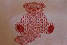 http://aupapotagedesdames.over-blog.com/article-grille-gratuite-blackwork-un-teddy-bear-81030307.html