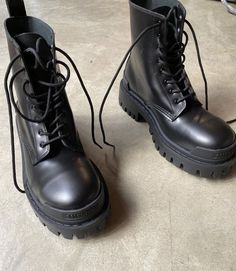 Combat Boot Outfits, Black Combat Boots, Ankle Boots, Pretty Shoes, Cute Shoes, Me Too Shoes, Top Shoes, Shoes Heels, Pumps