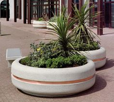 Available in eight stone looks, our Classica Circular Concrete Planter is a versatile and stylish way to bring life to your project