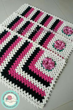 Crochet Patterns Modern three piece string kitchen set, being a crosswalk, and two t .Granny square with interesting color combination crochet grannysquare grannythrow blanket afghan – Artofitrose, crochet, can be a nice d - Salvabranikitchen set o Crochet Blocks, Crochet Squares, Crochet Doilies, Crochet Flowers, Blanket Crochet, Crochet Designs, Crochet Patterns, Selling Crochet, Granny Square Projects