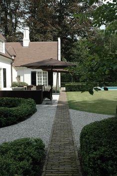 Sober tuinontwerp: villatuin met strakke lijnen - Avantgarden