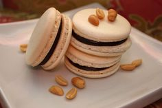 Peanut Butter and Chocolate Macarons | alimentageuse.com