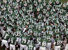 Michigan State Spartans Football team prepare to do battle! Michigan State Univeristy, Michigan State University Football, Msu Football, College Football Teams, Michigan State Spartans, Football Season, Msu Spartans, East Lansing, Dream School