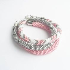 Тонкие жгуты,лариаты. Crochet Beaded Necklace, Bead Crochet Rope, Beaded Bracelet Patterns, Crochet Bracelet, Diy Jewelry Necklace, Bead Jewellery, Diy Nepal Bracelets, Beaded Jewelry Designs, Crochet Accessories