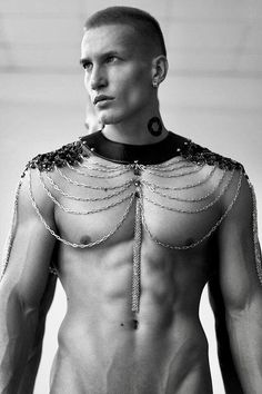 This would actually be super cool to wear over a shirt or coat or something, men's fashion could be so much more interesting and diverse like women's if more men were daring with their accessories. High Fashion, Mens Fashion, Creation Couture, Mode Inspiration, Mode Outfits, Male Body, Male Models, Beautiful Men, Ideias Fashion