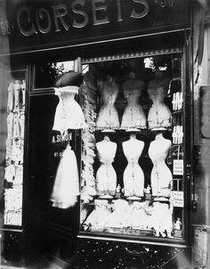 Boulevard de Strasbourg, Corsets - 1912 - Paris - Photo by Eugène Atget - @~ Mlle
