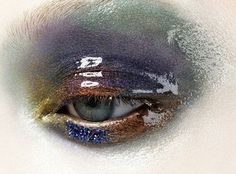 They painted an illusian of gloss with white eyeliner! Amazing