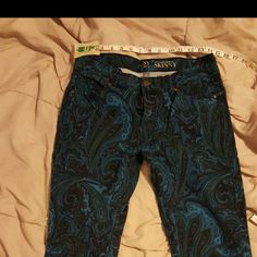 "Skinny jeans Shades of blue Paisley design from New York and company. This is described as ""sits at lower waist skinny"". These are true to size. Photos show estimated leg opening and inseam measurement. I am a size 3/4 and these are too big on me but fit when I was a size 6. 98% cotton 2% spandex. New York & Company Pants Skinny"