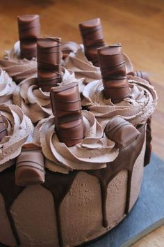 Idée gâteau d'anniversaire : layer cake kinder bueno