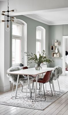 White inspiration for a Scandinavian interior with mint paint