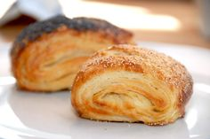Delicious tebirkes which is nemmet to bake. Although they are made by a Danish pastry dough, then you can create them in no time. Baking Recipes, Cake Recipes, Danish Food, Food Crush, Bread And Pastries, Eat Smart, Fabulous Foods, Bread Baking, Love Food