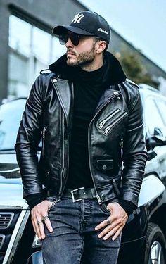 ✔️ Black hoodie ✔️ Black leather jacket ✔️ Baseball cap ➕ Dark jeans ✔️ Sunglasses