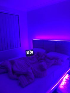 cant be aesthetic to save my life Neon Bedroom, Bedroom Setup, Room Design Bedroom, Girl Bedroom Designs, Room Ideas Bedroom, Home Room Design, Small Room Bedroom, Chill Room, Cozy Room