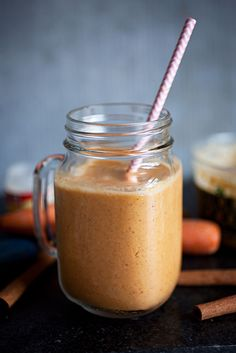 "Carrot Cake Smoothie [ 1 banana, about 1/2 cup frozen pineapple chunks, 1/4 cup ice, 1/4 tsp cinnamon, 1/8 tsp nutmeg, 3/4 cup carrot juice, 1/4 cup unsweetened almond milk,  1"" ginger cube, Heaping Tbsp almond butter]"