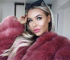 Red Fur, Fur Clothing, Fox Fur Coat, Girls Selfies, Fur Fashion, Fur Collars, Fur Jacket, Style Guides, Beautiful Women
