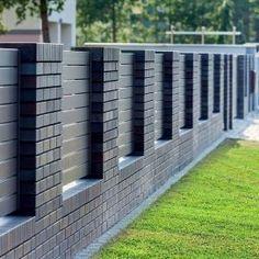 Front Wall Design, House Main Gates Design, House Fence Design, Door Gate Design, Gate Designs Modern, Modern Fence Design, Compound Wall Design, Brick Fence, Pergola