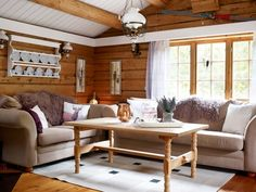 Torben og Veronica snublet over drømmehytta på tur i skogen Entryway Bench, Dining Bench, Scandinavian Design, Cabin, Couch, Furniture, Home Decor, Life, Homemade Home Decor