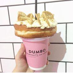 いまインスタで話題になっている「ダンボドーナツアンドコーヒー」というお店!ここは本格的なドーナツとコーヒーを楽しめるお店なんです♡フォトジェニックな場所としても人気なのでぜひ行ってみてください! Bakery Shop Design, Donut Flavors, Donut Bar, Restaurant Ideas, Baking Ingredients, Doughnuts, Japanese Food, Cookie Dough, Coffee Shop