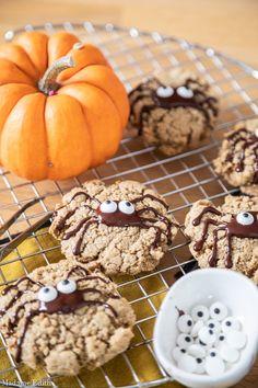 Ciasteczka z masłem orzechowym - idealne na Halloween i nie tylko - Madame Edith Cupcake, Cookies, Halloween, Desserts, Food, Crack Crackers, Tailgate Desserts, Deserts, Cupcakes