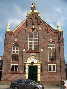 Voorzijde van de kerk