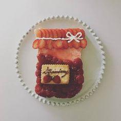 たっぷりイチゴのジャム瓶トーストアート。とっても美味しそうなイチゴジャムはmekkoja_valoさんの手作り。まさかトーストだなんて…言われないと分からないクオリティの高さです。