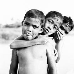 trio naked  : film neopan acros 100 . mamiya c330 | 80mm f2.8 DS lens . dev parodinal