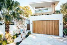 White Exterior Houses, Dream House Exterior, Modern Exterior, Home Designs Exterior, Beach House Exteriors, Beach Bungalow Exterior, James Hardie, Dream Beach Houses, Modern Beach Houses