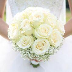 #Bouquet da #sposa: il significato dei #fiori - #matrimoonio Corsage Wedding, White Wedding Bouquets, Bride Bouquets, Wedding Flowers, Diy Bouquet, Rose Bouquet, Wedding Goals, Dream Wedding, Wedding Proposals