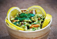Raw Vegan Guacamole Recipe - Ready in 10 minutes and serves up to 4!