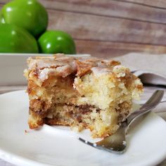 Apple Cinnamon Roll Cake by Rumbly in my Tumbly Apple Cinnamon Cake, Apple Crumb Cakes, Cinnamon Apples, Cinnamon Rolls, Apple Pie Cake, Cake Mug, Bowl Cake, Coffee Cake, Brownie Desserts