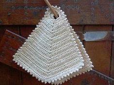 This is a classic old-fashioned pot holder that I learned to crochet at school. Crochet Potholders, Knit Dishcloth, Crochet Cushions, Crochet Kitchen, Crochet Home, Diy Crochet, Knitting Yarn, Knitting Patterns, Crochet Patterns