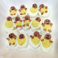 Make deviled eggs and cut up pieces of hot dog for a baby's head, arms, and le. Make deviled eggs and cut up pieces of hot dog for a baby's head, arms, and legs haha! For the face you can cut up black olives or use an edible bl. Botanas Para Baby Shower, Baby Shower Cakes, Comida Baby Shower, Baby Shower Appetizers, Baby Shower Food For Girl, Baby Shower Snacks, Baby Shower Parties, Baby Boy Shower, Baby Showers