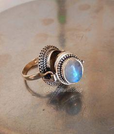 Vintage Box, Vintage Rings, Blue Rings, Silver Rings, Poison Ring, Best Mothers Day Gifts, Rainbow Moonstone Ring, Gemstone Rings, Gemstones