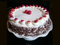 In dit artikel lees je hoe je een slagroomtaart met aardbeien kunt maken. Op de website staan nog veel meer leuke recepten en handige weetjes voor het bakken. Dutch Recipes, Tiramisu, Creme, Cupcakes, Yummy Food, Cookies, Ethnic Recipes, Desserts, Website